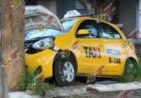 Taxista muere por infarto en VdA; pierde el control del volante y choca contra un árbol