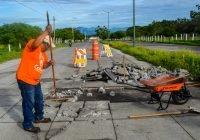 Trabajos de reparación en la calle Liceo de Varones de la ciudad de Colima