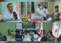 Armando Reyna y el Instituto Benito Juárez entregan becas a estudiantes de Tecomán