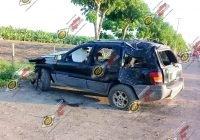 Muere tras chocar brutalmente contra dos grandes árboles en una brecha en Tecomán