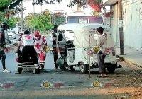 Invidente y chófer lesionados: camioneta impacta por alcance a mototaxi en Tecomán