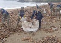 """La Secretaría de Marina informa que se llevó a cabo limpieza de playas en Manzanillo, Colima, tras el paso del huracán """"Nora"""""""