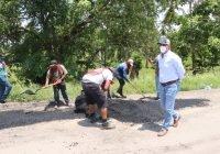 Cumple alcalde de Tecomán Elías Lozano con inicio de acciones de bacheo emergentes en el tramo de los perritos bailarines a Cofradía de Morelos