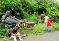 Tres menores lesionados al volcar camioneta rumbo a Manzanillo con familia de 10 integrantes